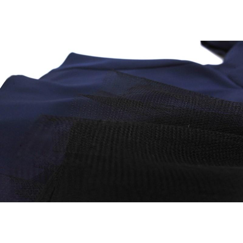 Sukienka z finezyjnym tiulem od spodu (granatowa)