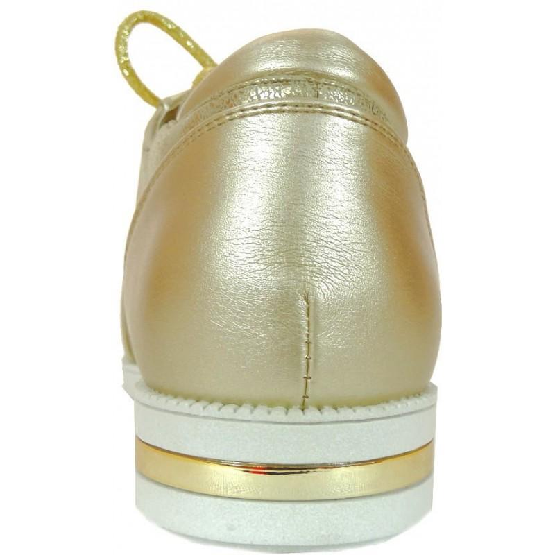 Złote półbuty z zamkiem