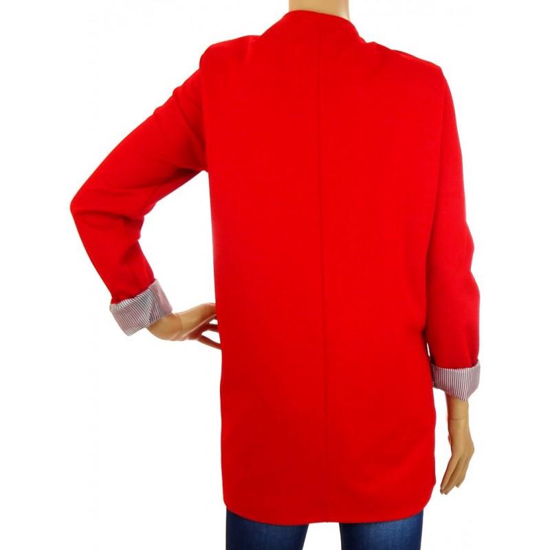 Długi czerwony żakiet