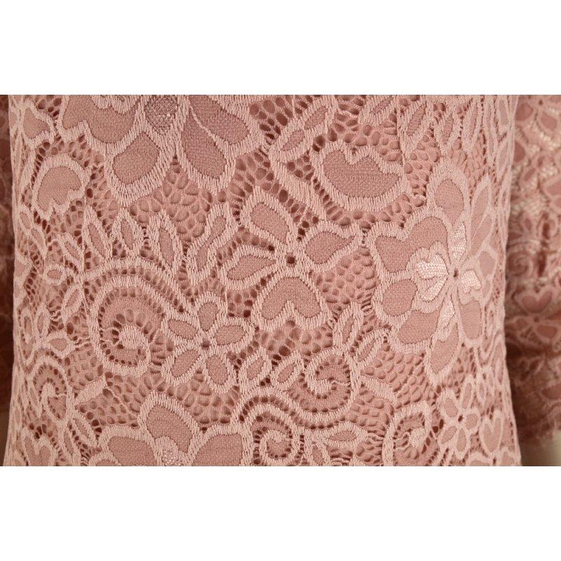 Koronkowa sukienka ołówkowa z dekoltem V - pudrowy róż